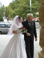 Tak tohle je moje sestra s taťkou, vdávala se 4.10.2002