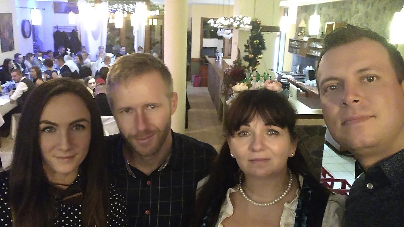 starejsiadarinka - Starešia so svojimi kolegami s Mariankom a sTimikou - kameramani a s fotografom s Lackom