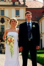 To je zrada, tihle novomanželé si vybrali stejný zámek, stejné prstýnky (viz předchozí foto) a nevěsta stejný účes :-)
