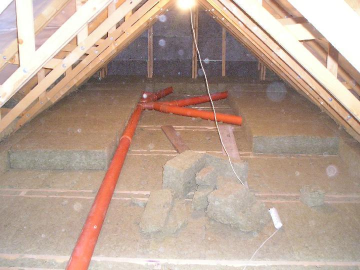 Energeticky pasívna drevostavba svojpomocou - zatepľujeme strop, hrúbka 3x20 cm