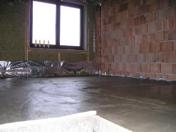 Energeticky pasívna drevostavba svojpomocou - Podlaha v podkroví je hotová