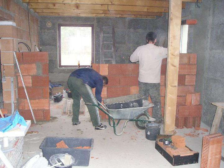 Energeticky pasívna drevostavba svojpomocou - Robíme tehlové priečky.