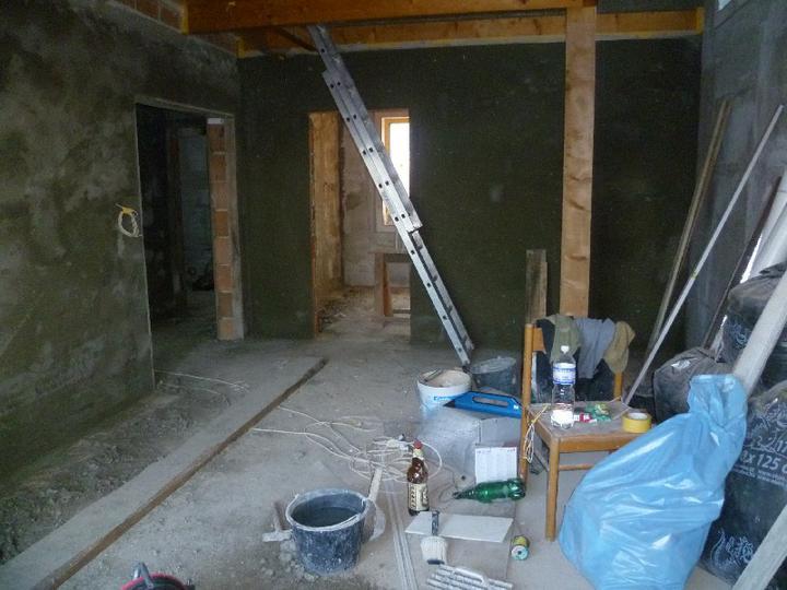 Energeticky pasívna drevostavba svojpomocou - Vnútorné omietky na murovaných priečkach v prízemí...