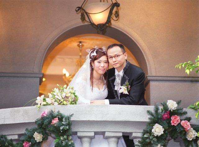 HONG KONG SVATBA (ocima ladidy..;-) - A tady je jen pro ukazku deset fotek, ktere nevesta a zenich nafoti mesic pred svatbou a pak posilaji znamym uz pred svatbou...