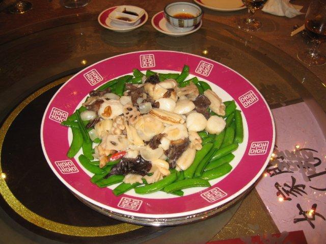 HONG KONG SVATBA (ocima ladidy..;-) - Chod c.3 - Morske plody (Scallops - musle a kalamary) se zeleninou (houby, hrasek..)