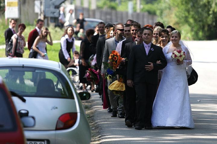 Lucia Chlupová{{_AND_}}Róbert Bosák - cesta do kostola..