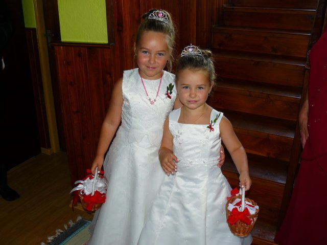 Marianna Krupasova{{_AND_}}Peter Krupas - nase neterky ako flower girls:)