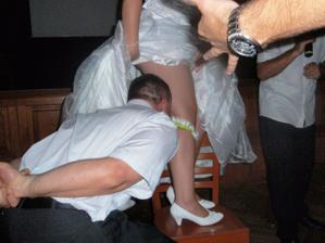 šikovný ženich, ani nevěstu nepokousal