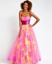 nádherné šaty :)