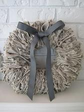 http://beautifulnest.blogspot.cz/2010/10/more-linen-love-linen-wreath.html
