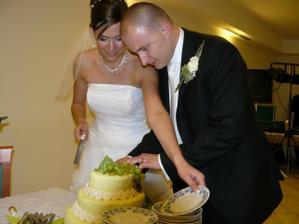 ... a prišlo aj na krájanie torty ...