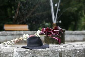 Zátiší s kloboukem  - nebo s kytkou ??  :-))
