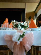 Celou svatbu jsme chtěli do lososovo oranžova