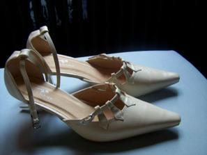 Sehnala jsem konečně boty ve správné barvě a jen za 39Kč!!!!!!