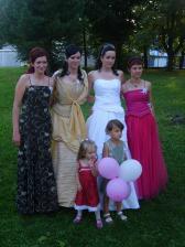 Moje dve sestry a super susedka Silvia, ktorá nám strašne moc pomohla s prípravami