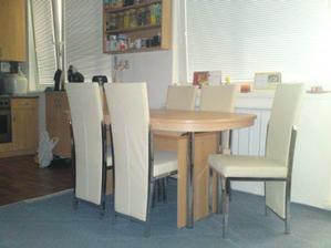 tu je už nový, obrovský rodinný stôl so 6 stoličkami