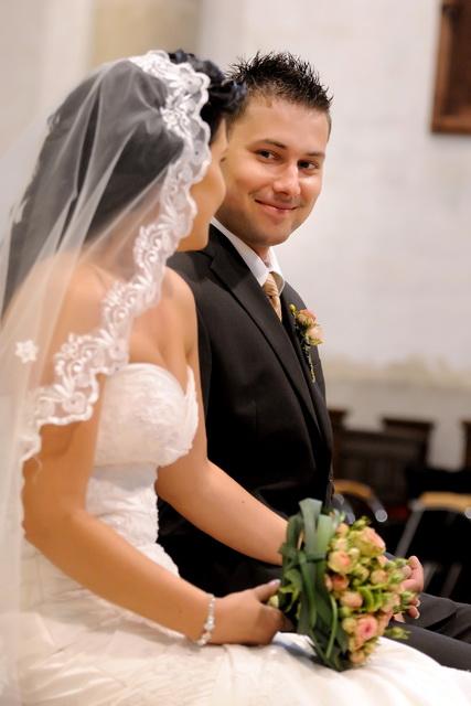 Linda{{_AND_}}Marián Zonygoví - mala som čo robiť aby som sa pred oltárom od dojatia nerozplakala
