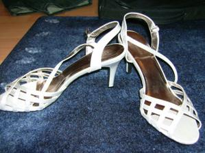 topánky k poplnočným. keď už som nenašla modré,tak aspoň strieborné