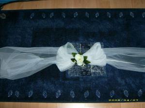ozdoba na zadny kufor svadbobneho auta
