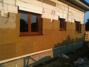 Zacalo sa zateplovat a netrpezlivo cakame na vyslednu fasadu :-)