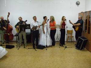 ...i nevěsta si musela zazpívat...