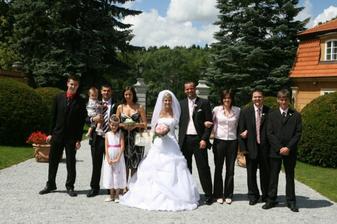 Sourozenci novomanžela s partnery a dětmi