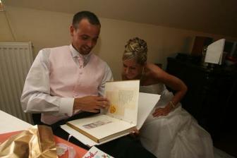 Rozbalování svatebních dárečků
