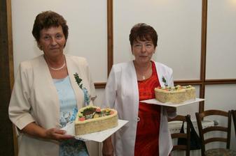 """Maminkám jsme zatajili dorty """" za vychování"""" . Jejich překvapení stálo za těch pár chvilek předstírání že se takové tradice už dnes nedodržují."""