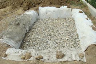 32 ton kameňa...