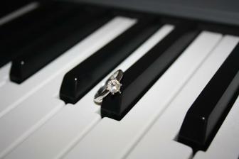 Byl na pianu
