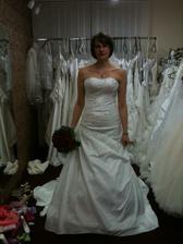 moje šaty, snad se budu líbit ženichovi :-)