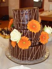 Náš svatební dort a moje největší zklamání. Dokonce se začal propadat, tak že ta šikmost není úmysl :-(