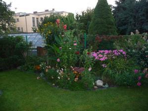 zahradou :-)
