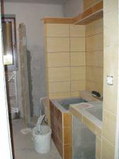 spodná kúpeľňa sa obkladá...