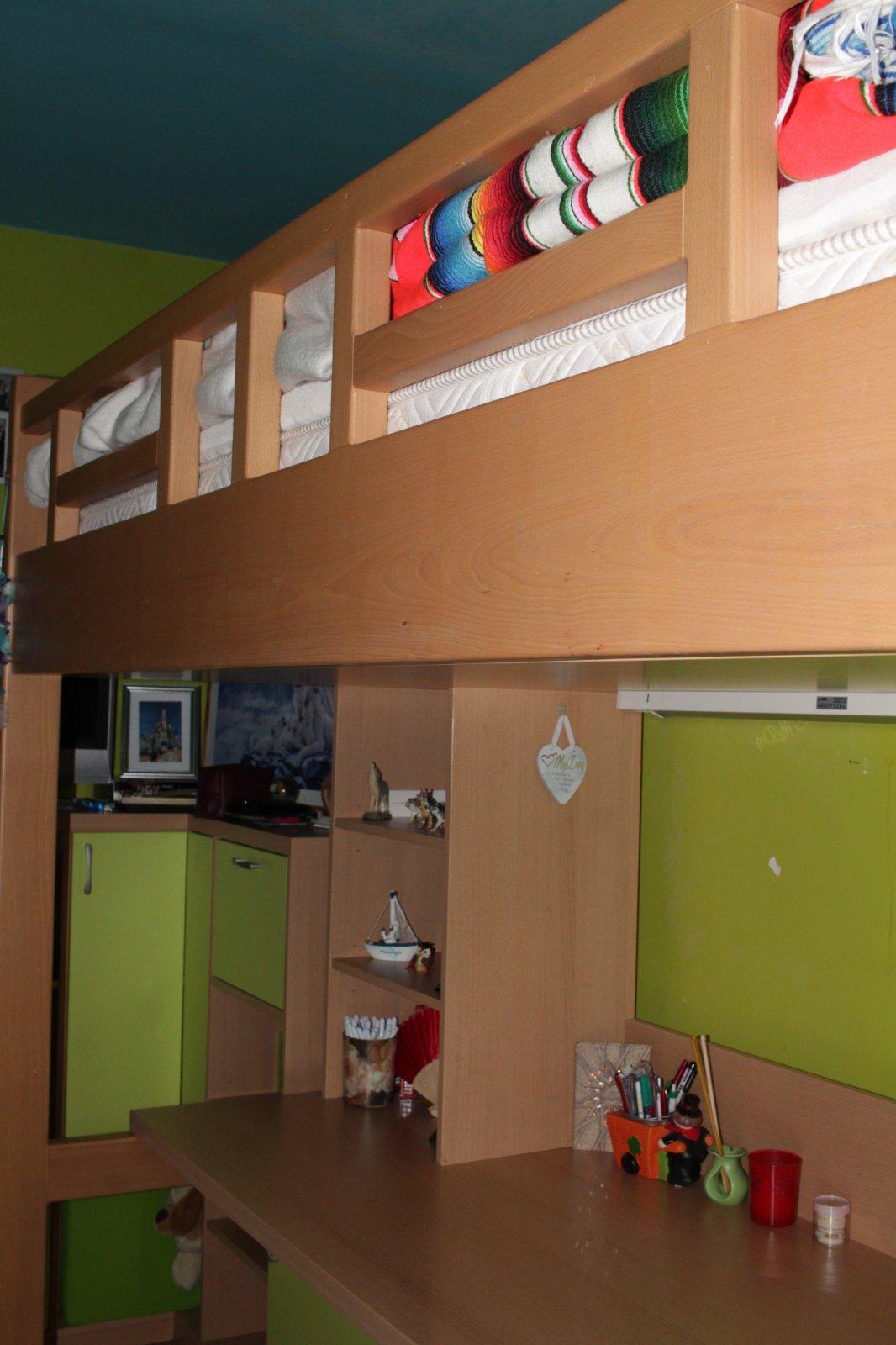 Vysoká posteľ so stoľom, schodíkmi + ďalšie - Obrázok č. 1