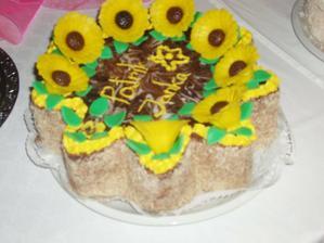 tuto krasnu tortu mi vyrobila sesternica s jej kamaratkou, bola vyborna :)))