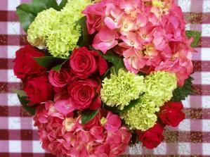 krasny s bilyma hortenziema a misto zelene bila nebo cervena :)