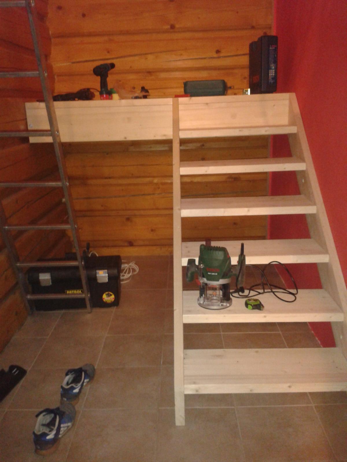 Schody z masivu svojpomoc :) - Rebrík čoskoro nahradí pohodlnejsi sposob :D