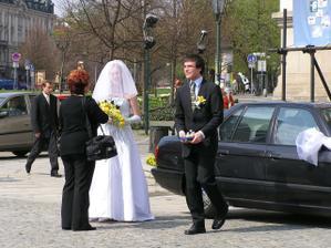 fotografka od p. Vavrušky a můj svědek s prstýnkama