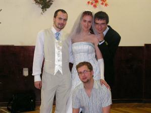 to mám společnost-manžílek, svědek a přítel mojí kamarádky