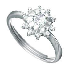 Můj krásný zásnubní prsten :)
