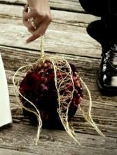 moja budúca svadobná kytica bude v takomto štýle, typ kvietkov ešte nemám vybraný, naisto viem, že tam chcem aj nejaké makovice...