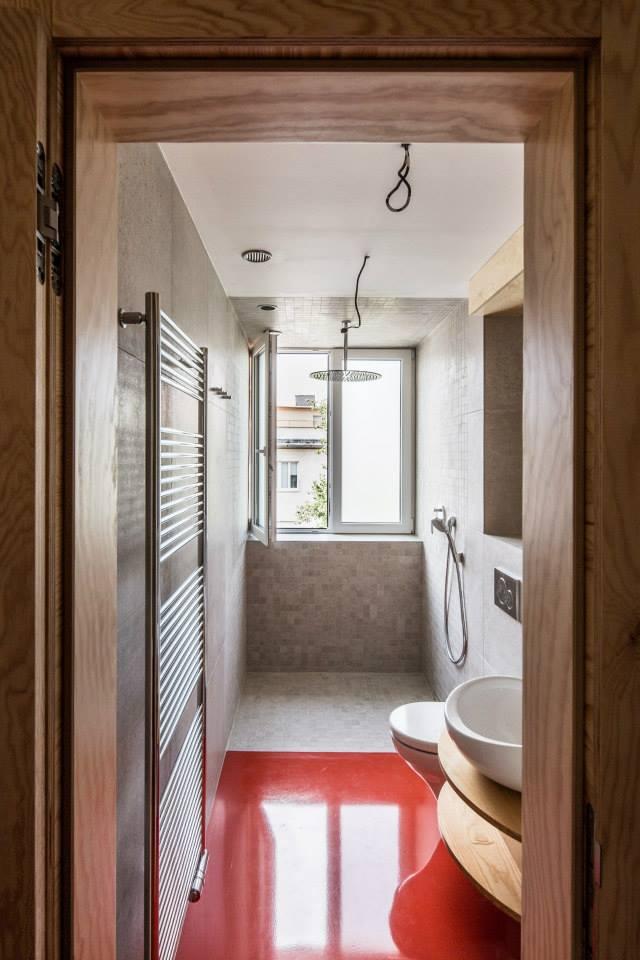 Rekonštrukcia Bytu G - BA Staré mesto - Nová kúpelňa vznikla spojením bývalého priestoru WC a logie.