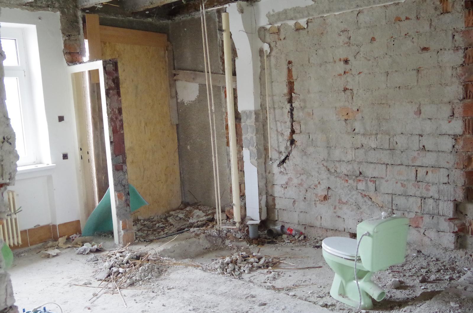 Rekonštrukcia Bytu G - BA Staré mesto - Priestor bývalého WC a logie...dnes je na tomto mieste jedna z dvoch kúpelní.