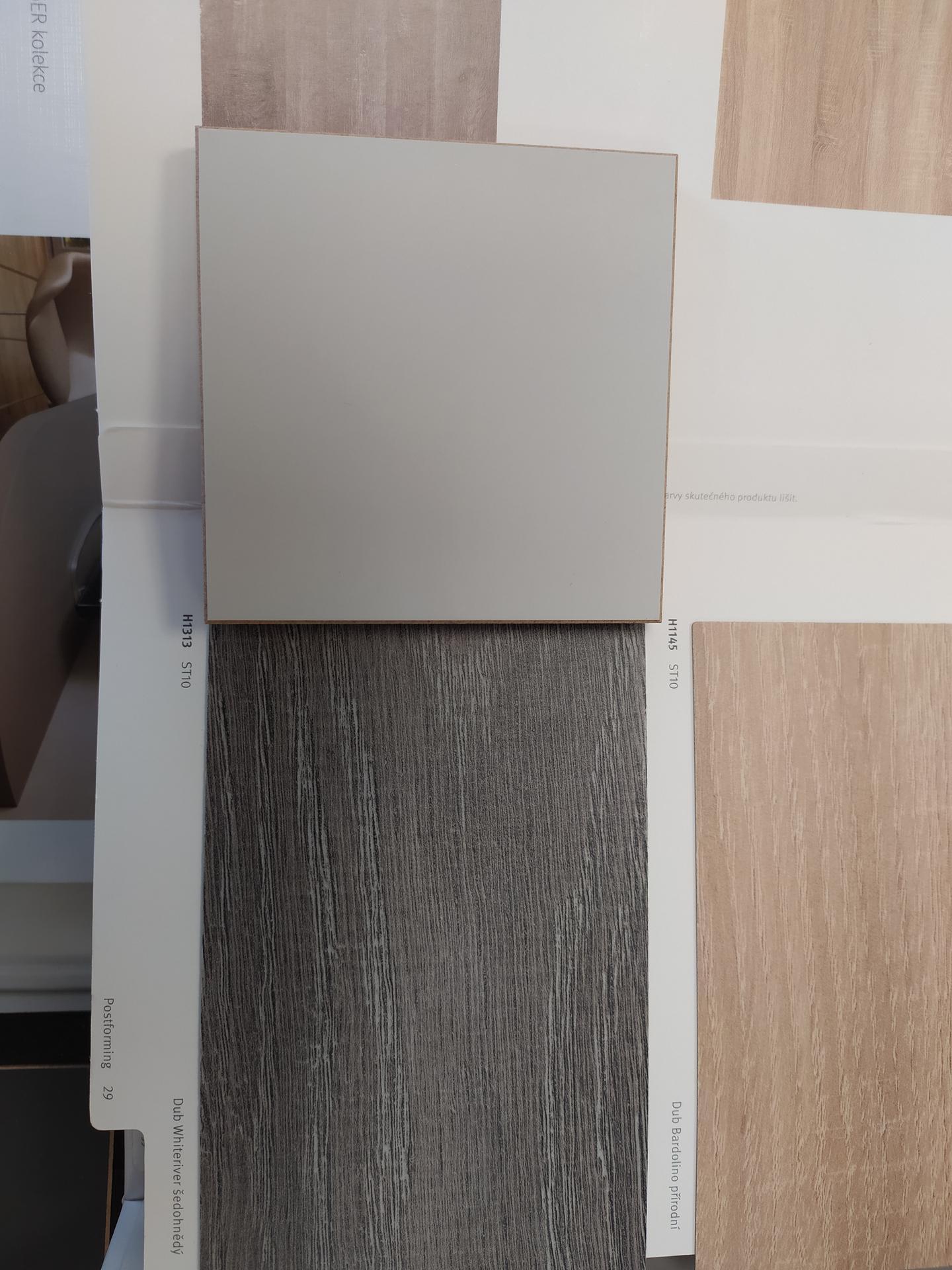 Dobrý den, chtěla bych poradit ohledně kombinace barev, máme vybranou barvu kuchyňské linky od Egger světle šedá perfekctsense mat U 708 ale nevím jakou zvolit pracovní desku  zda třeba beton chicago světle šedý nebo dub whiteriver šedohnědý.Nemate prosím někdo podobnou kombinaci? Děkuji moc za radu nebo případné foto. - Obrázek č. 1