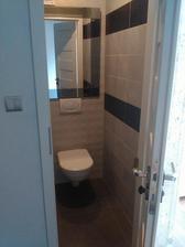 WC, prístup k vode atď ...sme sa rozhodli riešiť zrkadlom