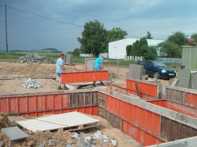 Domcek :) APS K01 - Jun 2011, salujeme zaklady