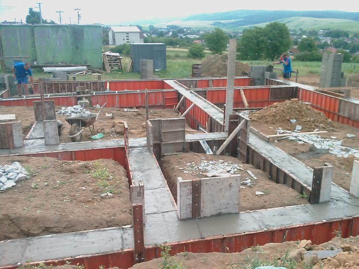 Domcek :) APS K01 - Jun 2011, Salovanie pokracuje