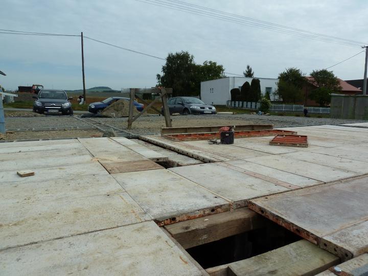 Domcek :) APS K01 - September 2011 - Salovanie stropu pivnice