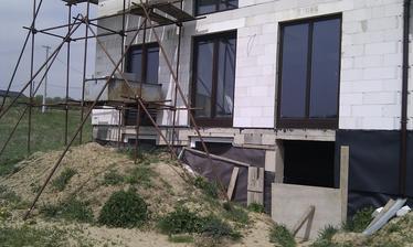 Maj 2013 - Rozmyslame ako si v buducnosti upravime teren za domom